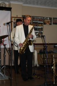 Al Nichols (tenor sax) & Tony Pitt (banjo) Farnborough JC 29may2015